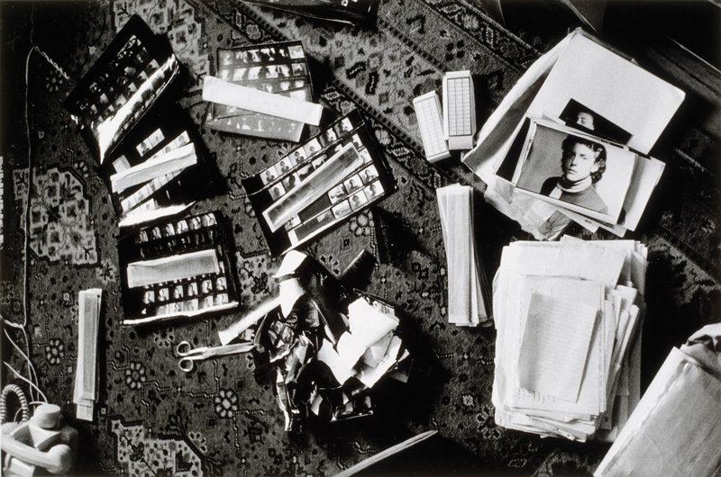 Hervé Guibert, Destruction des négatifs de jeunesse, 1986, épreuve argentique / gelatin silver print, permission de / courtesy of Maison européene de la photographie, © Christine Guibert