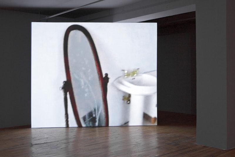 Patrick Ward, Monologue, 2009, video, 30 min, installation view, Skol, Montreal, photo : Guy L'Heureux. © Patrick Ward