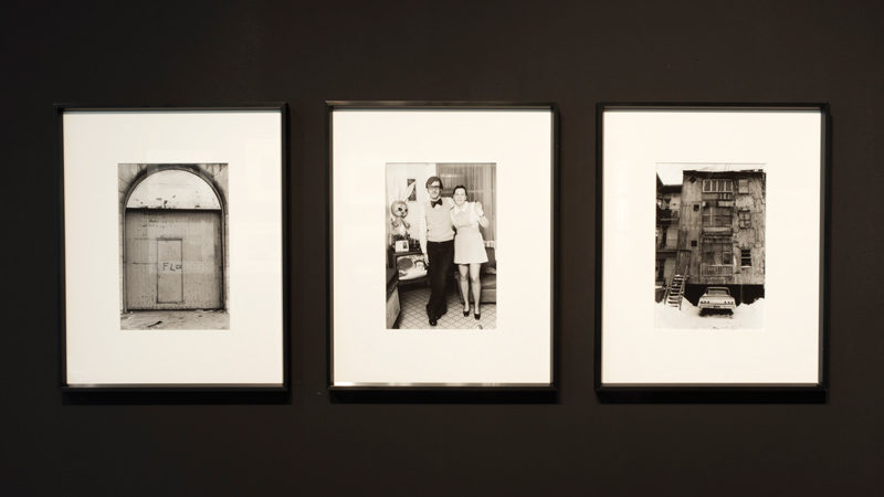 Exposition Déclic 70 à la galerie sas, trois photos de Roger Charbonneau, série Les quartiers populaires, photo : Olivier Bousquet