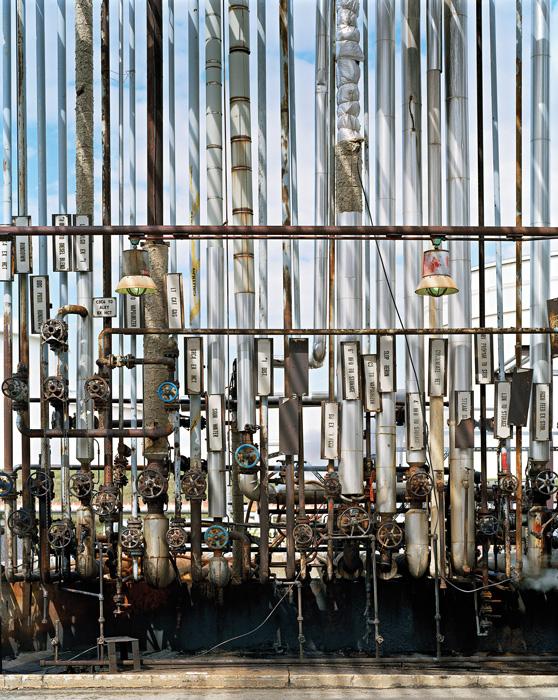 Edward Burtynsky, Oil Refineries #3, Oakville, Ontario, Canada, 1999, épreuve chromogénique / c-print, permission de l'artiste / courtesy of the artist © Edward Burtynsky