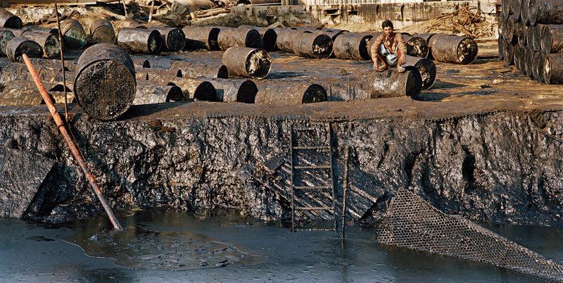 Edward Burtynsky, Shipbreaking #20, Chittagong, Bangladesh, 2000. © Edward Burtynsky