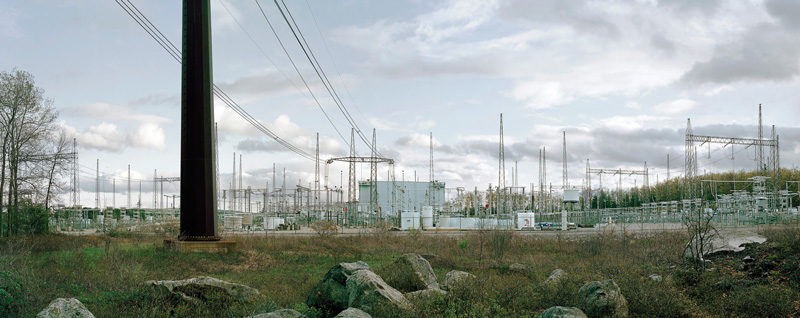 Thomas Kneubühler, Converter Station South, 2011, épreuves chromogéniques / c-prints, 91 x 230 cm. © Thomas Kneubühler