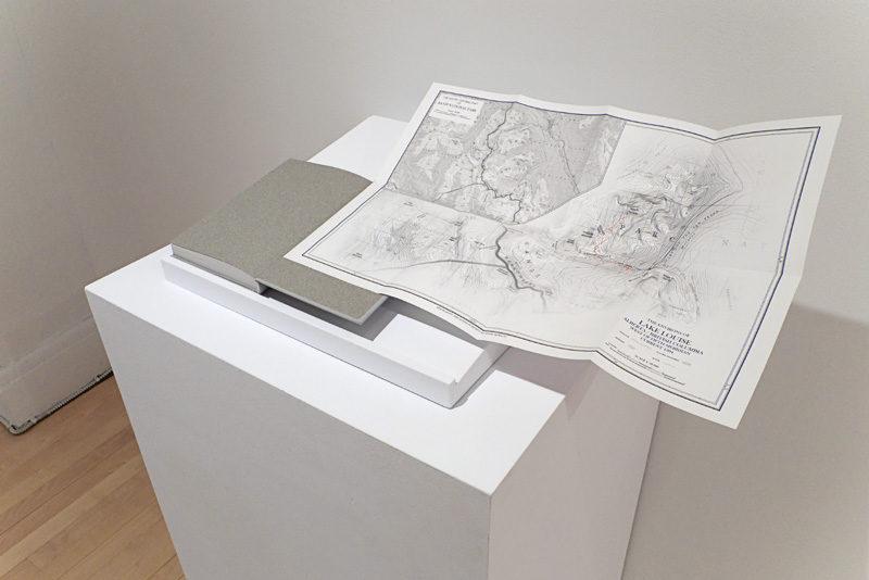 Andreas Rutkauskas, View From Mount Temple, 2009, vue d'installation / installation view, livre d'artiste / artist's book, 20 x 13 cm © Andreas Rutkauskas