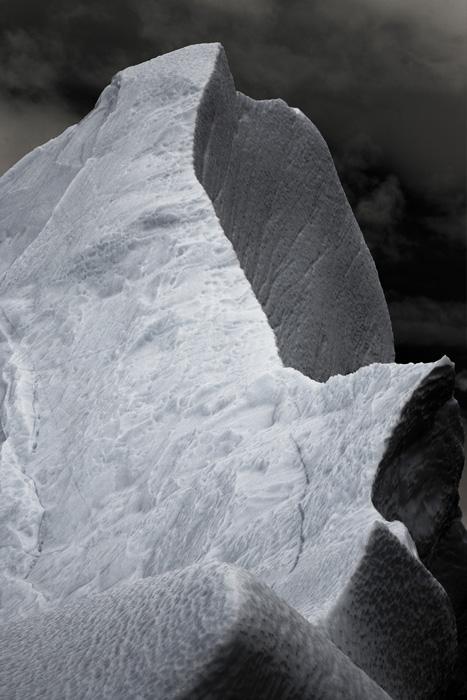 Jocelyne Alloucherie, Sirènes, 2009, vue d'une installation photographique, séquence de 10 impressions jet d'encre sur papier photo montées sur support neutre avec chassis affleurants de 12 cm, 160 x 115 cm. © Jocelyne Alloucherie