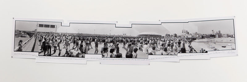 Henri Robideau, July 23, 1983, Giant crowd of 50,000 people...,1983, gelatin silver print / épreuve argentique, 43 x 228 cm. © Henri Robideau
