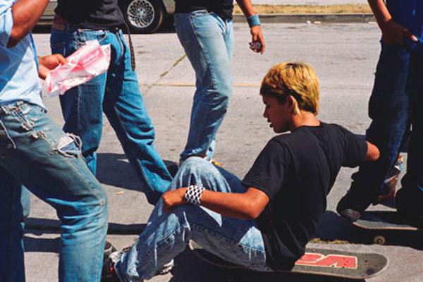 Larry Clark, Jonathan Velasquez, South Central Los Angeles July 4, 2003, 2003, impression pigment, 74 x 108 cm, permission de l'artiste, Luhring Augustine, New York et Simon Lee Gallery, London & Hong Kong. © Larry Clark