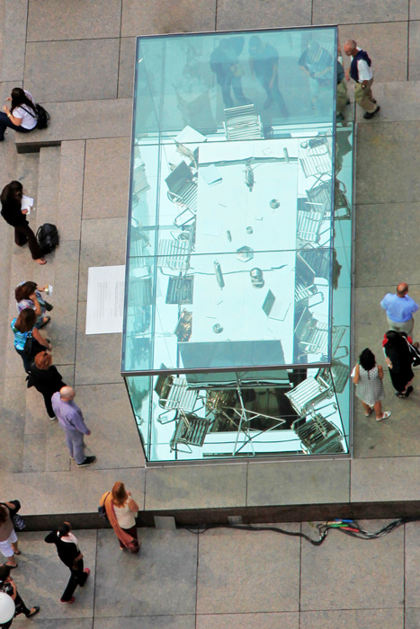 Nicolas Baier, Autoportrait, 2012, acier, aluminium, nickel, verre trempé, matériaux mixtes / steel, aluminum, nickel, tempered glass, mixed media, 245 x 305 x 610 cm. © Nicolas Baier, photo : Nino Hihal
