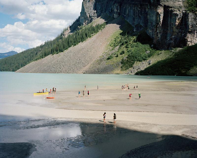 Jessica Auer, Lake Louise #2, 2009, épreuve chromogénique, 102 x 127 cm, permission de l'artiste. © Jessica Auer