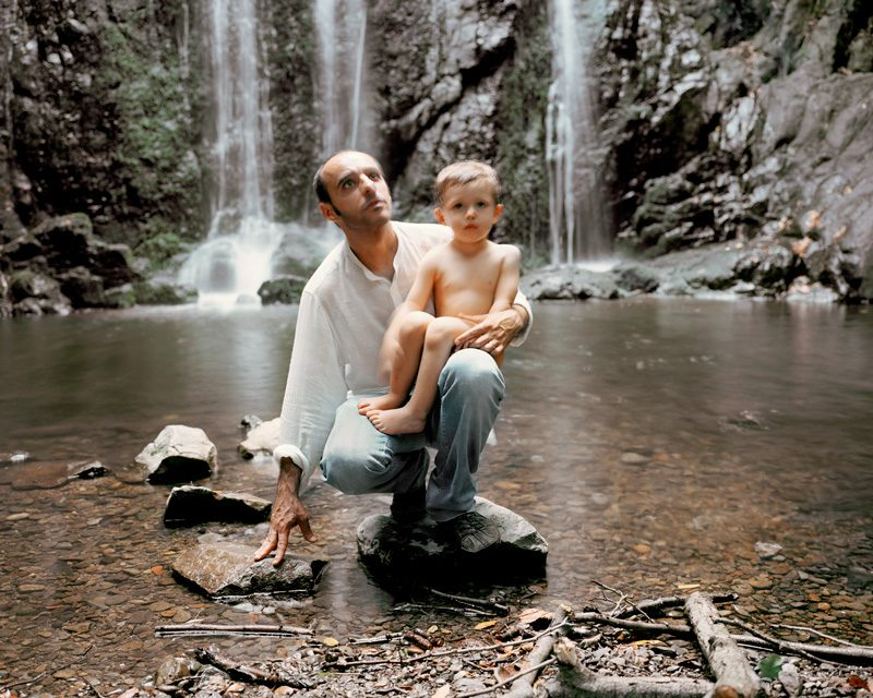 Marisa Portolese, Father and Child, 2009, from the series / de la série Antonia's Garden, c-prints / épreuves chromogéniques, 30 x 127 cm © Marisa Portolese