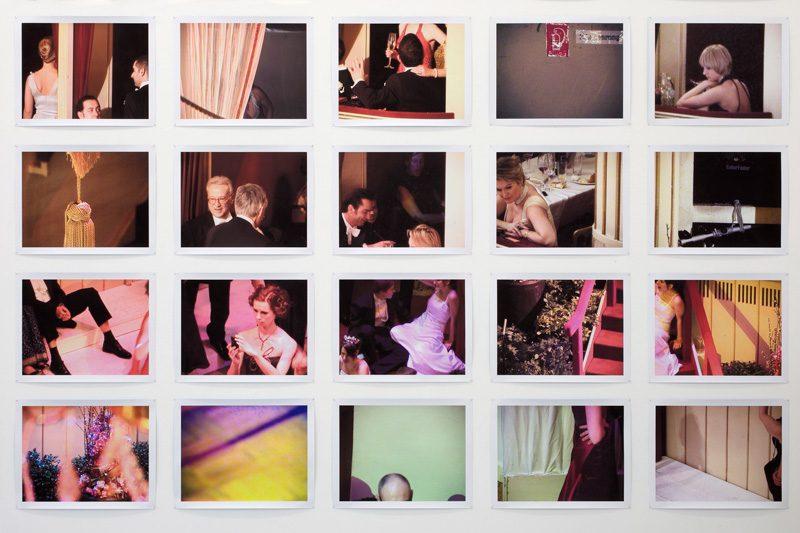Jules Spinatsch, Surveillance Panorama Project No. 4: Vienna MMIX 10008/7000, Speculative Portrait of a Society, 2009–2011, installation detail / détail de l'installation Bloc Les Illustres, inkjet prints / épreuves à jet d'encre, 27 x 36 cm ea. / ch. © Jules Spinatsch