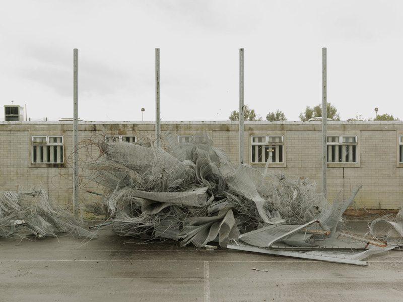 Donovan Wylie, Inner Fence. Deconstruction of Maze Prison. Maze Prison. Northern Ireland, 2009, from the series The Maze (2003-2009), colour digital pigment print / épreuve pigmentaire numérique couleur, 42 x 50 cm. © Donovan Wylie