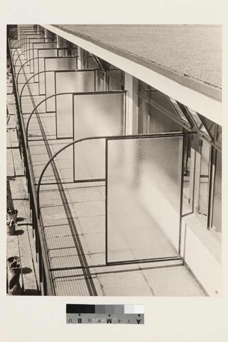 Ilse Bing, View of the glass partitions on the balconies of the Budge Foundation Old People's Home, Frankfurt am Main, Germany, 1930, gelatin silver print / épreuve argentique à la gélatine, 28 x 22 cm, CCA Collection, courtesy of the / permission du CCA © Estate of / Succession Ilse Bing