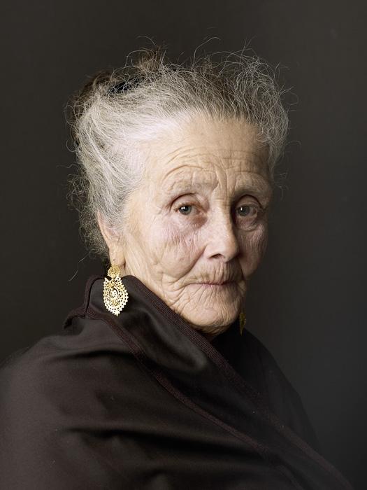 Pierre Gonnord, Julia, 2011, de la série / from the series Lusitania, image numérique sur papier Hahnemüle / digital image on Hahnemüle paper, 148 x 110 cm