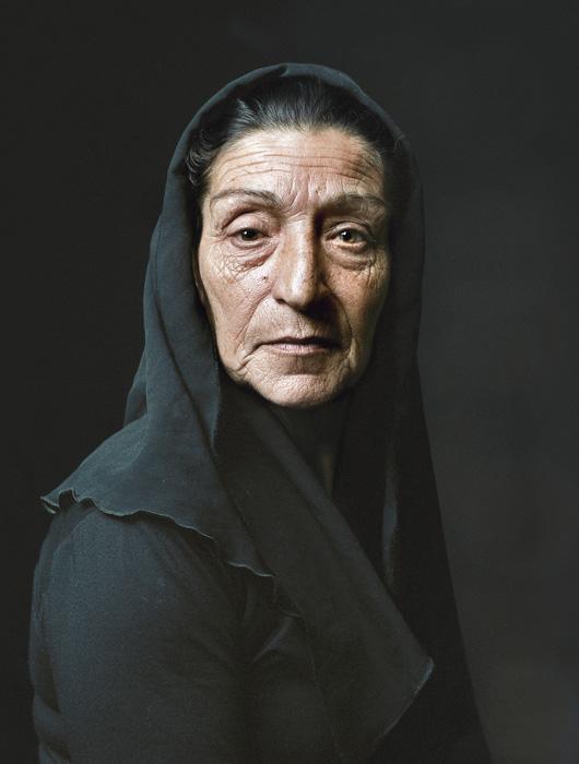 Pierre Gonnord, Maria, 2006, de la série / from the series Testigos, épreuves chromogéniques / c-prints, 166 x 125 cm