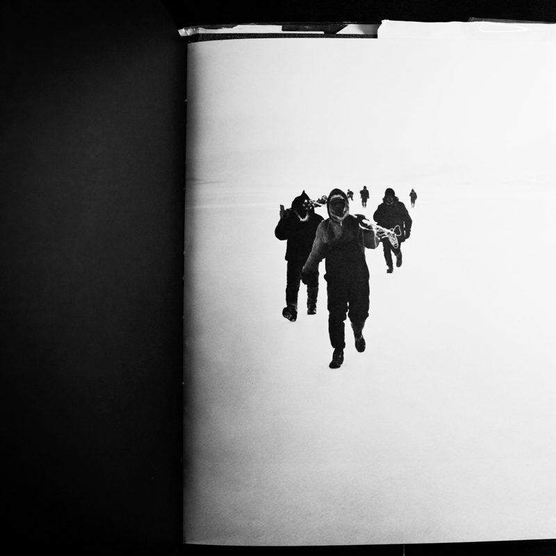 Pages intérieures des livres suivants / interior pages from the following books : Québec, une autre Amérique, Michel Régnier ; Guerre aux loups !, Marcel Cognac ; Où la lumière chante, François Lafortune ; Image et verbe, Irène Chiasson ; Quinze novembre, album collectif / collective album