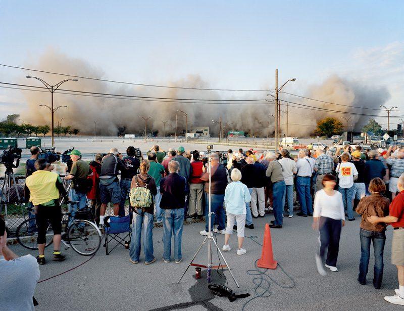 Robert Burley, Démolition des immeubles 64 et 69, parc Kodak, Rochester, New York, États-Unis, 2007, permission du Ryerson Image Centre
