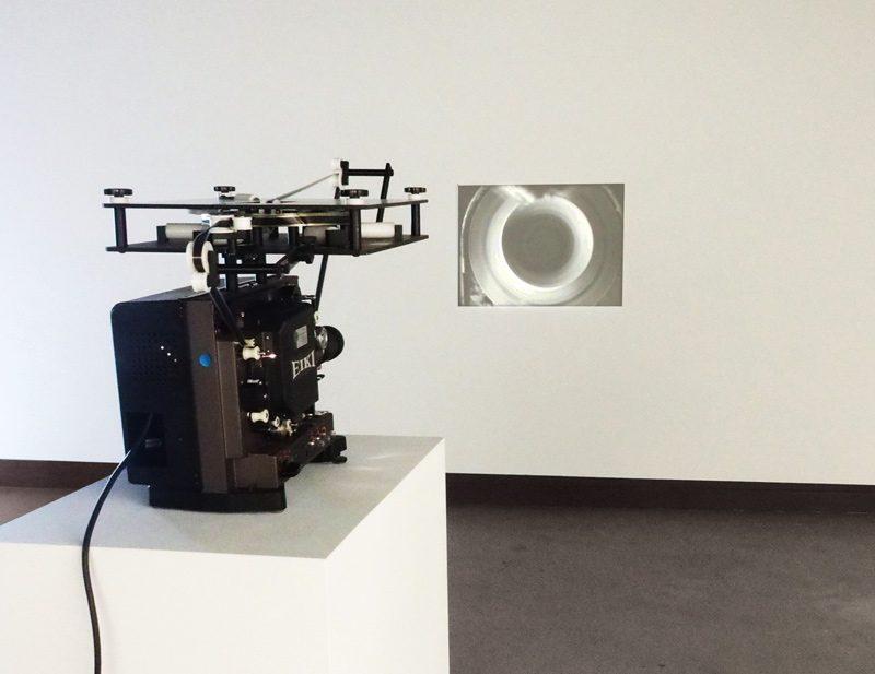 Lorna Bauer et Jon Knowles, Rotations, 2014, film noir et blanc 16 mm / black and white 16 mm film, silencieux / mute, 3 min, en boucle / loop