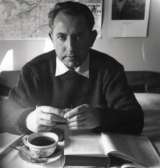 Béla F. Egyedi, Self-portrait with a book / Autoportrait au livre, ca. / vers 1960, 25 x 20 cm, Gelatin silver prints from the Egyedi Fonds / Épreuves argentiques provenant du Fonds Egyedi, McCord Museum / Musée McCord