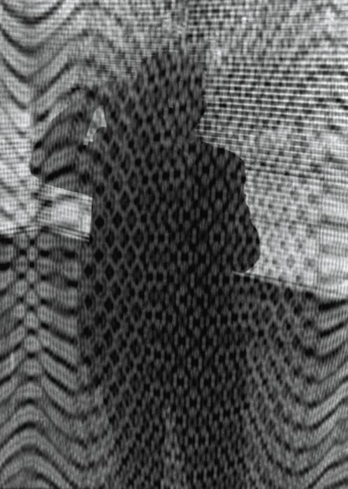 Béla F. Egyedi, Self-portrait reflected in a meshed surface / Autoportrait réfléchi dans une surface maillée, ca. / vers 1970, 24 x 16 cm, Gelatin silver prints from the Egyedi Fonds / Épreuves argentiques provenant du Fonds Egyedi, McCord Museum / Musée McCord