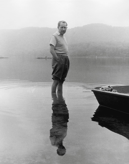 Béla F. Egyedi, Standing in lake / Debout dans un lac, ca. / vers 1965, 25 x 20 cm, Gelatin silver prints from the Egyedi Fonds / Épreuves argentiques provenant du Fonds Egyedi, McCord Museum / Musée McCord