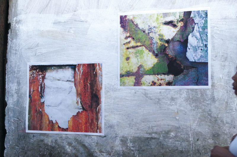 Ginette Daleu, de la série / from the series Les introuvables, SUD 2013 impressions sur bâche, installation in situ / prints on tarpaulin
