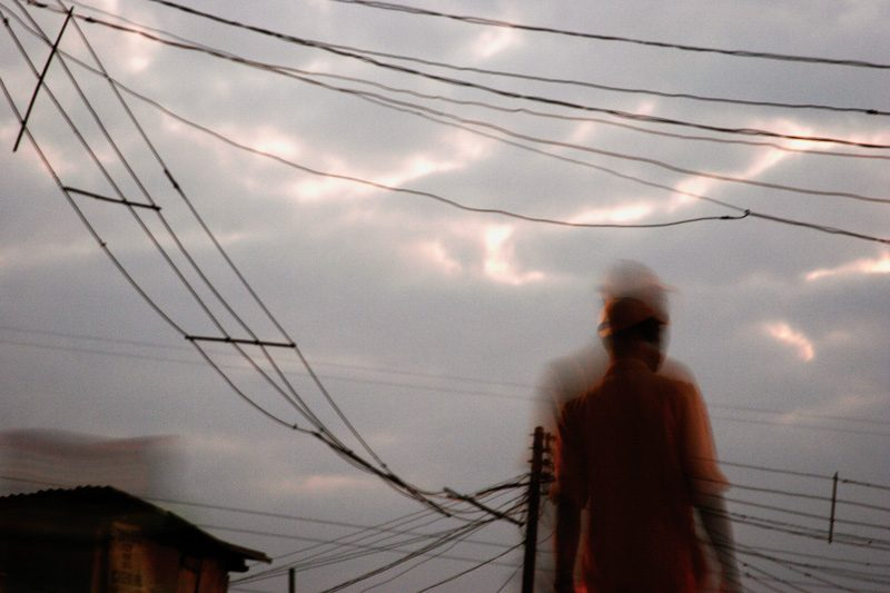 Charles Okereke, Cobwebs in the Sky, de la série / from the series Homecoming, 2012