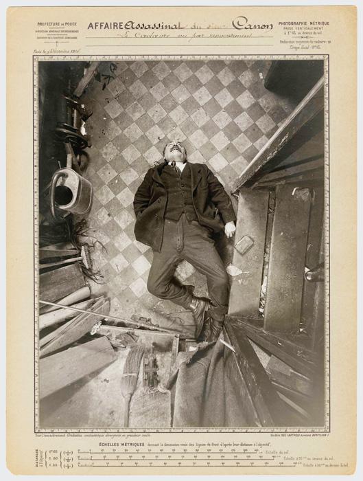 Protocole d'Alphonse Bertillon, Assassinat de monsieur Canon, boulevard de Clichy, le 9 décembre 1914: vue par renversement, Préfecture de police de Paris, Service de l'Identité judiciaire, © Archives de la Préfecture de police de Paris