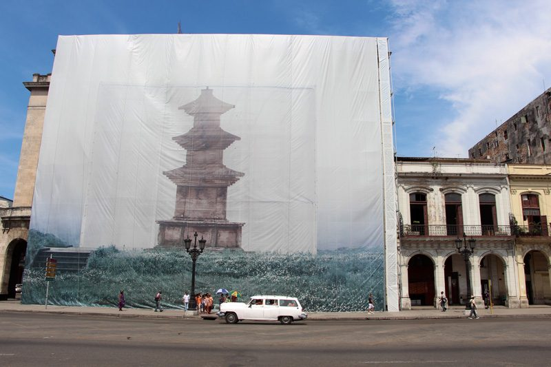Han Sungpil, Illusionary Pagoda, 2012, impression au jet d'encre qualité archives sur papier coréen, 240 × 300 cm