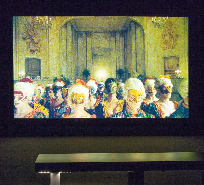 Yinka Shonibare, Un Ballo in Maschera (A Masked Ball), 2004, vue de l'exposition Yinka Shonibare MBE. Pièces de résistance, 2015, DHC/ART Fondation pour l'art contemporain, Montréal, photos : Richard-Max Tremblay