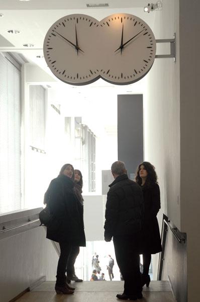 Esther Shalev-Gerz, Les Inséparables, 2000-2010, installation view, © Esther Shalev-Gerz, ADAGP, Paris 2010, photo Arno Gisinger © Jeu de Paume, Paris