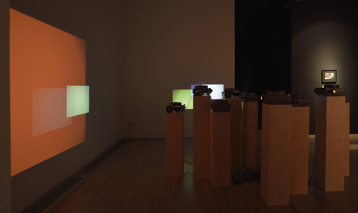 Yann Pocreau, Croisements, 2014, 9 projecteurs diapositive, socles, 720 diapositives, dimensions variables, photos : Daniel Roussel