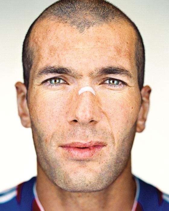 Martin Schoeller, Zinedine Zidane, 2006, de la série / from the series Close Up, épreuve chromogénique numérique / digital c-prints, 156 x 127 cm. © Martin Schoeller