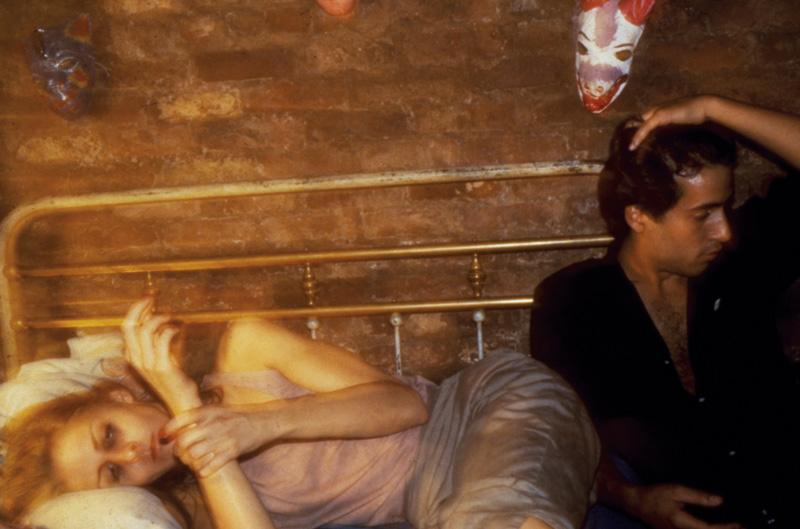 Nan Goldin, Greer and Robert on the bed, New York City, 1982, 72 × 104 cm. Cibachromes / épreuves couleur. Matthew Marks Gallery. © Nan Goldin, 2016