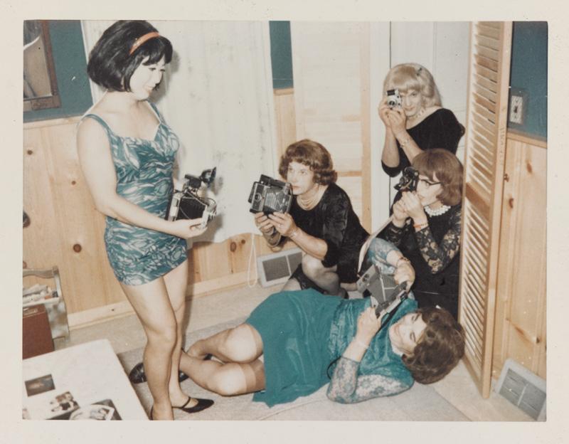 Attributed to / attribué à Andrea Susan, Photo shoot, 1964-1969, chromogenic print / épreuve couleur, 8 × 11 cm, collection of / de l'Art Gallery of Ontario, purchased thanks to / acheté grâce à Martha LA McCain, 2015 © 2016 Art Gallery of Ontario