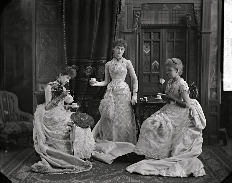 William Notman & Son, Miss Evans and friends, Montreal, Qc, 1910