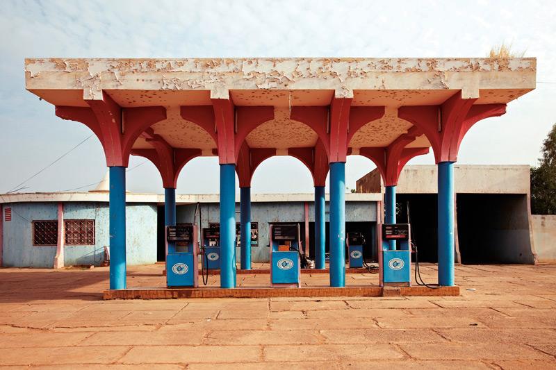 François-Xavier Gbré, Station CIDP #2, Segou, Mali, 2012, permission de la Walther Collection et de la Galerie Cécile Fakhoury, Abidjan