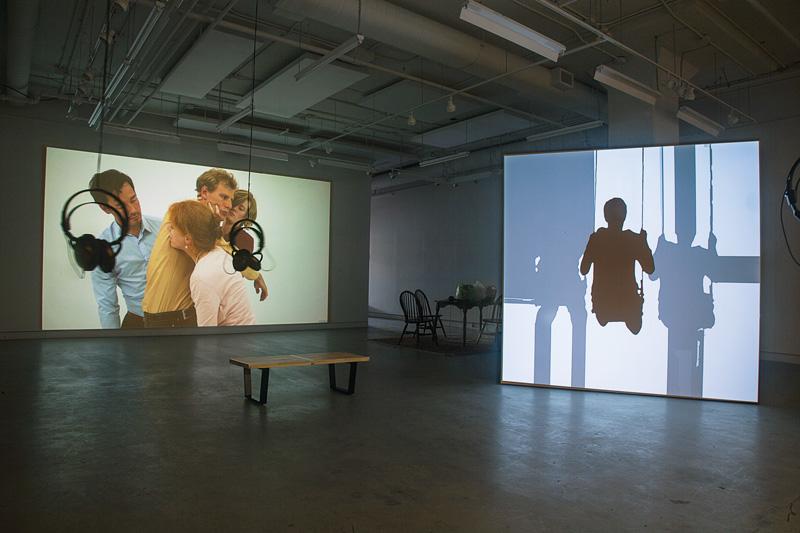 Bettina Hoffmann, Hold On, 2015, HD, 5 min 24 s, en boucle (danseurs : Ilya Krouglikov, Katie Philp, Keven Lee, Mélanie Lebrun), et Suicidewarp, 2016, HD, 6 min, en boucle, photo : Bettina Hoffmann
