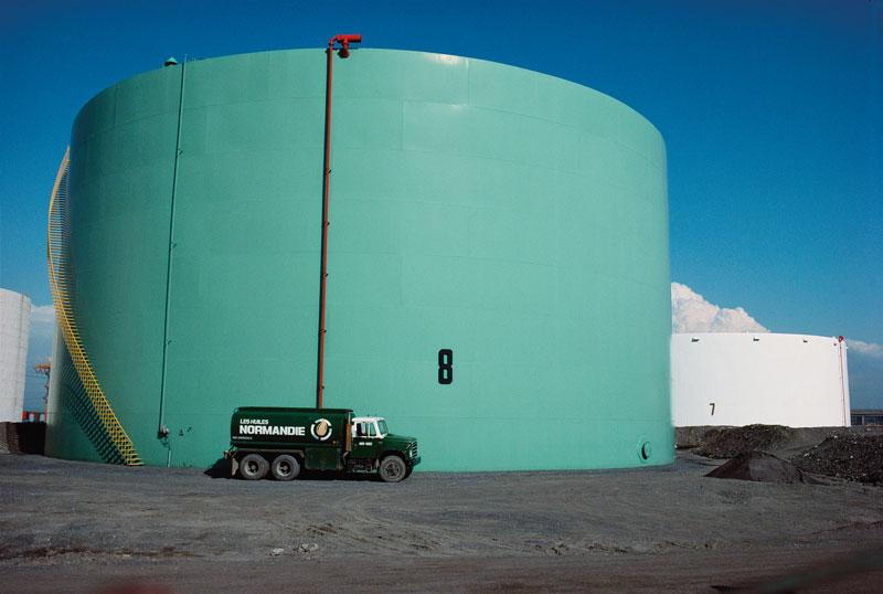 Robert Walker, Oil storage tank, rue Notre-Dame est, 1988