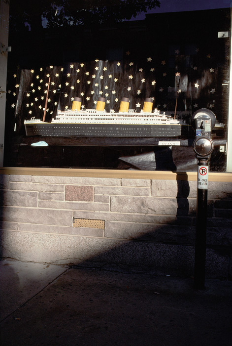 Robert Walker, Model of the Titanic, Craft shop, rue Sainte-Catherine est, 1999