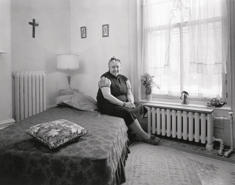 Clara Gutsche, Miss Mary Sentenne, 1972, de la série / from the series Milton Park, 1970-1973, épreuves argentiques / silver prints © Clara Gutsche / SODRAC
