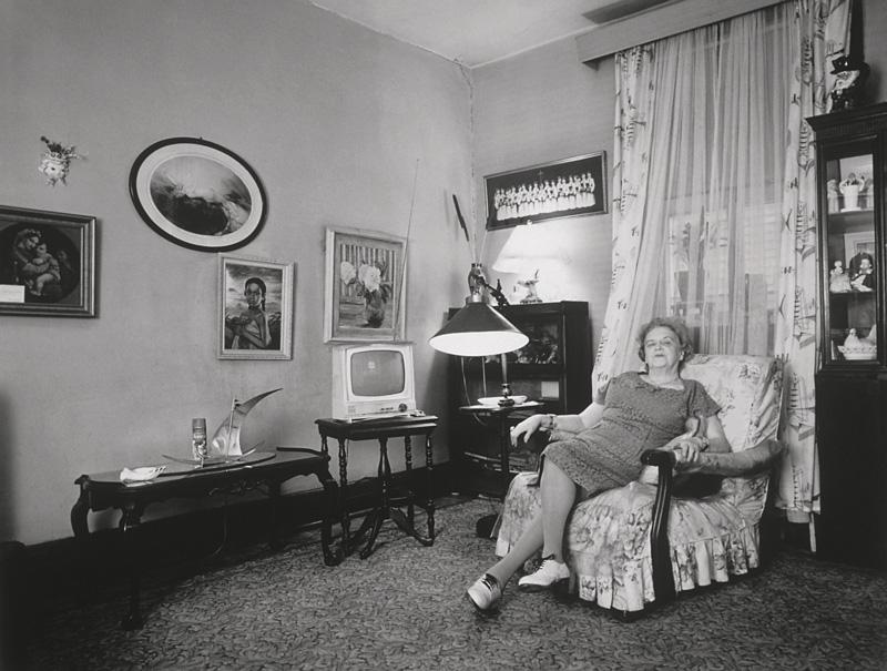Clara Gutsche, Mme Marchand, 1972, de la série / from the series Milton Park, 1970-1973, épreuves argentiques / silver prints © Clara Gutsche / SODRAC