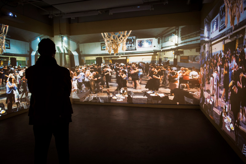 Caroline Hayeur et D. Kimm, vue de l'installation immersive, 2016, trois projections vidéo, photo : Caroline Hayeur