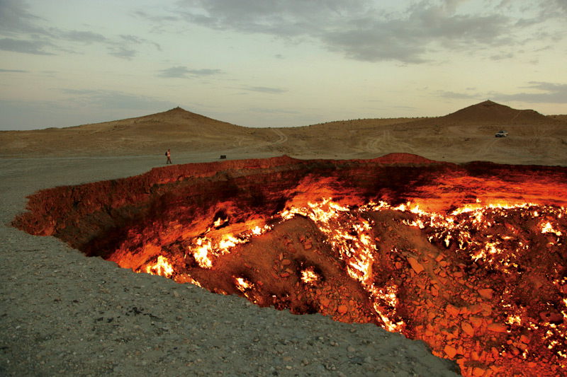 Adrien Missika, Documentation photograph of Darvaza, Turkmenistan, 2011