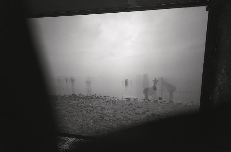 Steve Leroux, Projection 10, Fin de journée à la plage, Bonaventure, 2014, projection, 81 × 122 cm