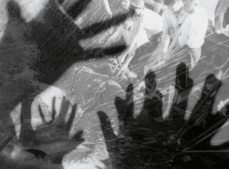 Maria Kourkouta, Remontages, 2016, 16 mm film transferred onto video (loop), black and white, silent, 5:00 / 16 mm sur vidéo (en boucle), noir et blanc, muet, 5 min Production : Jeu de Paume, Paris