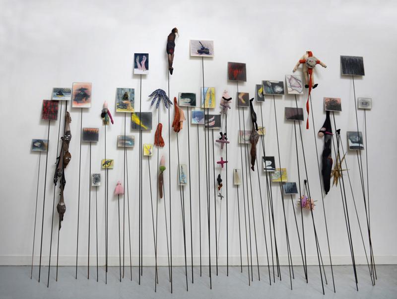 Annette Messager, 50 Piques, 1992–1993, soft toys, coloured pencils on paper, various materials and 50 metal pikes / matériaux divers, piques en métal, dessins couleur sur papier, jouets, 279 × 127 × 71 cm, Galerie Marian Goodman, Paris