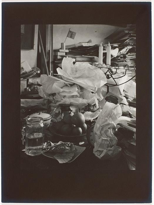 Josef Sudek, Nature morte / Still Life, v. / c. 1967, épreuve argentique / silver print 29 × 23 cm. Musée des beaux-arts du Canada / National Gallery of Canada, Ottawa. Photo : MBAC / NGC don anonyme / anonymous donor, 2010 © Succession / Estate Josef Sudek
