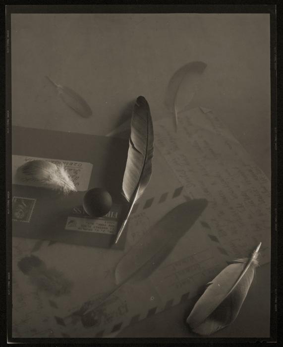 Josef Sudek, Souvenir par poste aérienne pour le Dr Brumlík / Airmail Memories for Dr. Brumlík, 1971, épreuve argentique / silver print, 24 × 19 cm. Musée des beaux-arts du Canada / National Gallery of Canada, Ottawa. Photo : MBAC / NGC don anonyme / anonymous donor, 2010 © Succession / Estate Josef Sudek