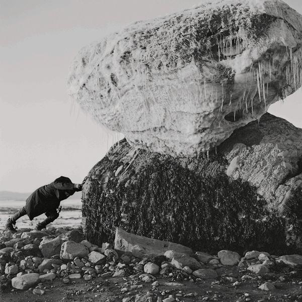 Jacynthe Carrier, # 4 de la série brise glace, 2016, impression au jet d'encre, 76 × 76 cm