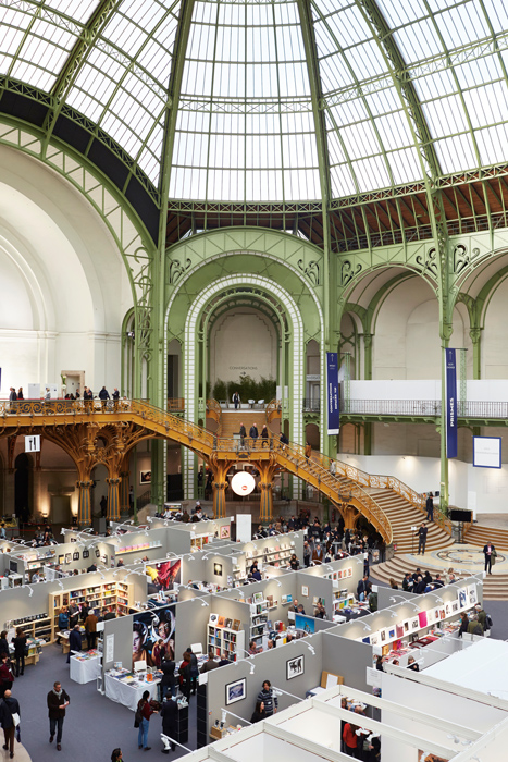 Paris Photo au Grand Palais, Kiosques des éditeurs, photo : Jérémie Bouillon